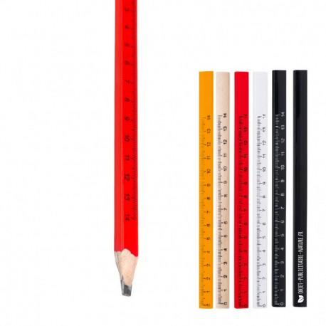 Crayon de charpentier ou menuisier publicitaire avec règle graduée